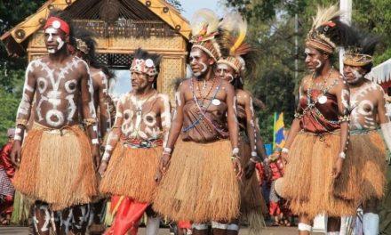 Kenali Pakaian Adat Papua